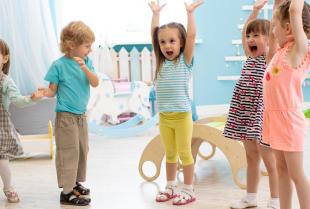 Rozwój i edukacja maluszka – dlaczego warto zapisać dziecko do przedszkola i jakie wybrać?