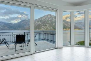 Wysokiej jakości okna, drzwi i parapety – czym się wyróżniają?
