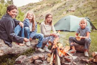 Obozy i kolonie dla dzieci – czy to dobry pomysł na wakacje dla Twojej pociechy?