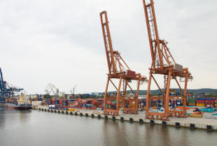 Jak przewozić towary drogą morską?