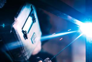 Nowoczesne usługi ślusarskie – metaloplastyka i obróbka materiałowa CNC