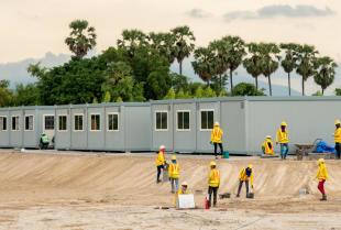 Sprawna organizacja placu budowy dzięki kontenerom budowlanym