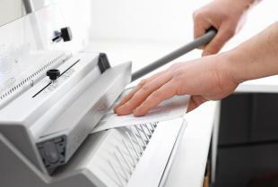 Jakie są najpopularniejsze sposoby oprawiania dokumentów w drukarniach?