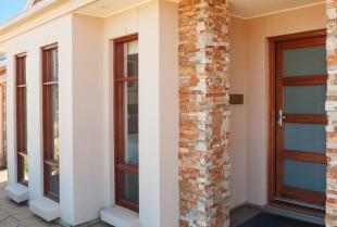 Elewacja domu – kamień naturalny