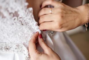 Suknia ślubna i trudy formalności związanych ze ślubem, które może przejąć konsultant