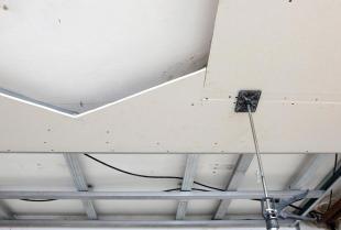 Jakie są największe zalety i wady sufitów podwieszanych w domu jednorodzinnym?
