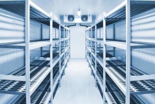 W jaki sposób zmniejszyć powierzchnię składowania produktów chłodzonych i mrożonych?