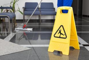Jak czyścić i pielęgnować podłogi wykonane z różnych materiałów?