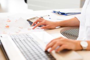 Prowadzenie firmy samodzielnie czy z biurem rachunkowym?