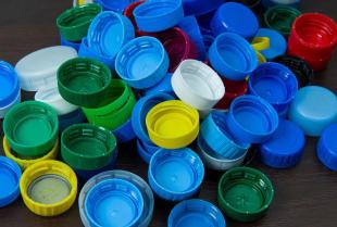 Dlaczego warto zbierać plastikowe nakrętki?