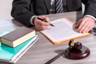 Prawo karne – jak wybrać adwokata?