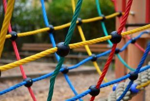 Jaki ogrodowy plac zabaw wybrać dla dzieci?