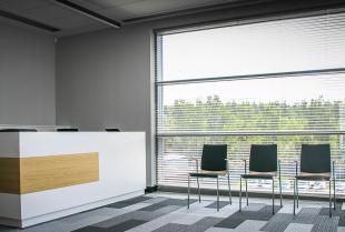 Osłony okienne – co proponują ich renomowani dystrybutorzy?