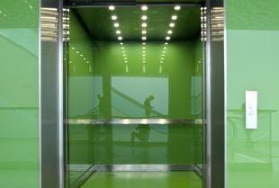 Najgorętsze trendy – szkło lakierowane we wnętrzach