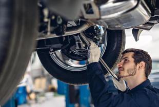 Specjalistyczny warsztat samochodowy – jakie usługi jest w stanie zrealizować?