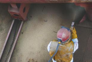 Na czym polega piaskowanie elementów metalowych?