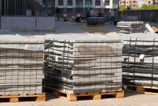 Jak należy przechowywać materiały na terenie budowy?