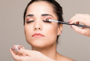 Jak wykonywać makijaż oczu, aby zawsze wyglądał estetycznie?