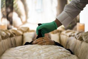 Na czym polega przygotowanie ciała do pogrzebu?