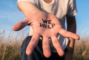 """Stowarzyszenie """"Podaj Rękę"""" - pomoc niesiona z radością."""