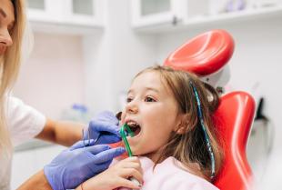 Jak możesz zadbać o zęby dziecka?