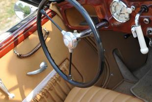 Renowacja zabytkowego auta – pamiętaj o tapicerce