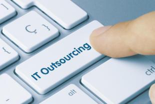 Outsorcing usług IT w firmie – dlaczego warto z niego korzystać?