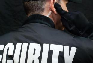 Kluczowe czynniki bezpieczeństwa firmy – profesjonalna ochrona mienia i osób