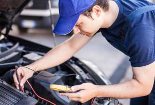 Praca elektromechanika samochodowego