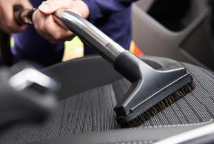 Jak czyścić tapicerkę samochodową?