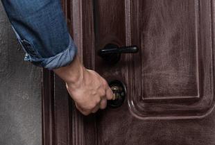 Drzwi aluminiowe, czy drewniane?