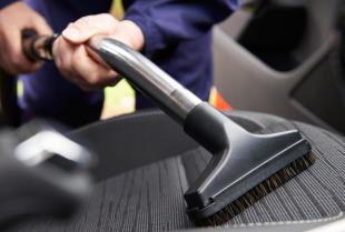 Jak dbać o skórzaną tapicerkę w samochodzie?