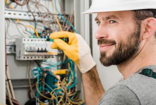 Po czym poznać dobrego elektryka?