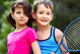 Jakie korzyści daje dziecku gra w tenisa?