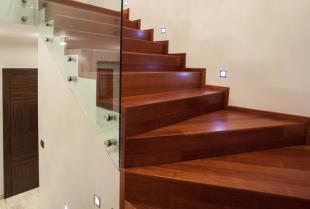Najlepsze drewno na schody w domu