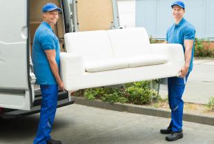 Jak powinien wyglądać bezpieczny przewóz mebli?