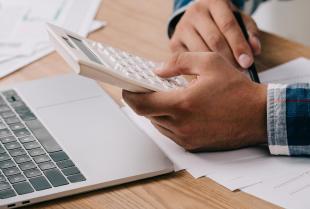 Dlaczego warto zdecydować się na outsourcing kadr i płac?