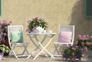 Jak dobrze zaprojektować taras z kwiatami?