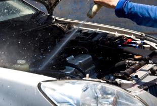 Kiedy i jak umyć silnik samochodowy?
