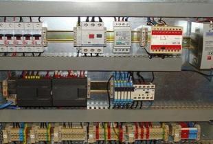 Czym jest projektowanie sterowników PLC i kto się nim zajmuje?