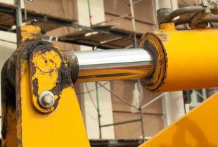 Co to jest napęd hydrauliczny i gdzie jest wykorzystywany?