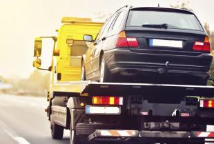 Holowanie niesprawnego samochodu - jak robić to dobrze?