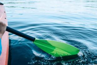 Dlaczego warto wybrać się na spływ kajakowy?