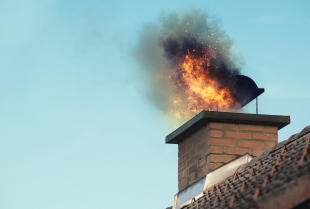Czym jest zjawisko smołowania się komina?
