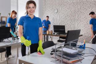 Firma sprzątająca do biura - dlaczego warto ją wynająć?