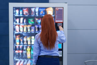 Dlaczego warto postawić automat vendingowy?