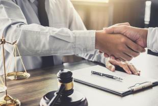 Obsługa prawna firm – dlaczego warto z niej skorzystać?