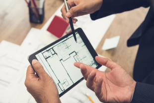 Sprzedaż nieruchomości z pośrednikiem – dlaczego warto?