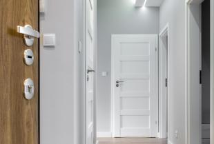 Jakie błędy najczęściej popełniamy przy zakupie drzwi wewnętrznych do domu?