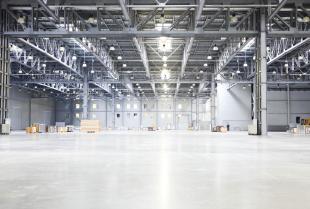 Co warto wiedzieć przed położeniem posadzki przemysłowej?